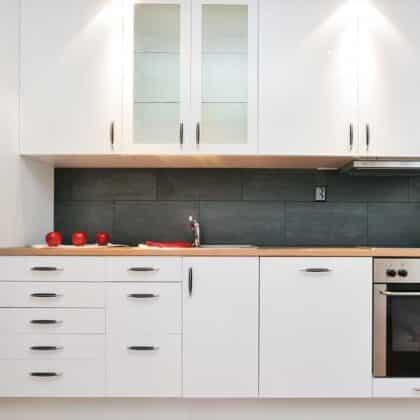 עיצוב מטבחים בהתאמההחברות מיומנים עם יכולות טכניות גבוהות באספקה ושירות שיודעים לתקן בעיות בשטח באופן מהיר תוך כדי הפעלת המקרר והתנור ללקוח במטבח שלו