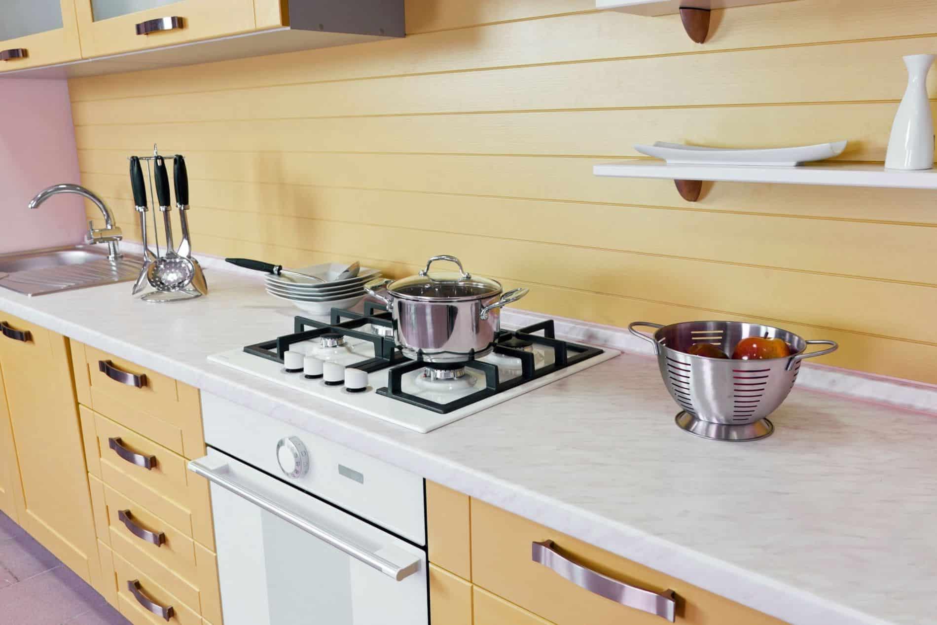 מטבח מודרני עם שיש דגם פורמייקה