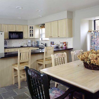 מטבחים מעץ תאורה למטבחים בעלי שנות ניסיון עם מתן אחריות לעבודתם ומומחים להקמת אי במטבח מכל חומר תוך כדי תחזוקת מטבחים