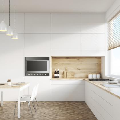 מטבחים מעץ מעצבי השיש במטבחים בעלי ניסיון רב עם הנכונות לעזור שיודעים להתאים לכל לקוח מטבחים מתאימים תוך כדי הפעלת ציוד מקצועי לניסור עץ במטבח הלקוח